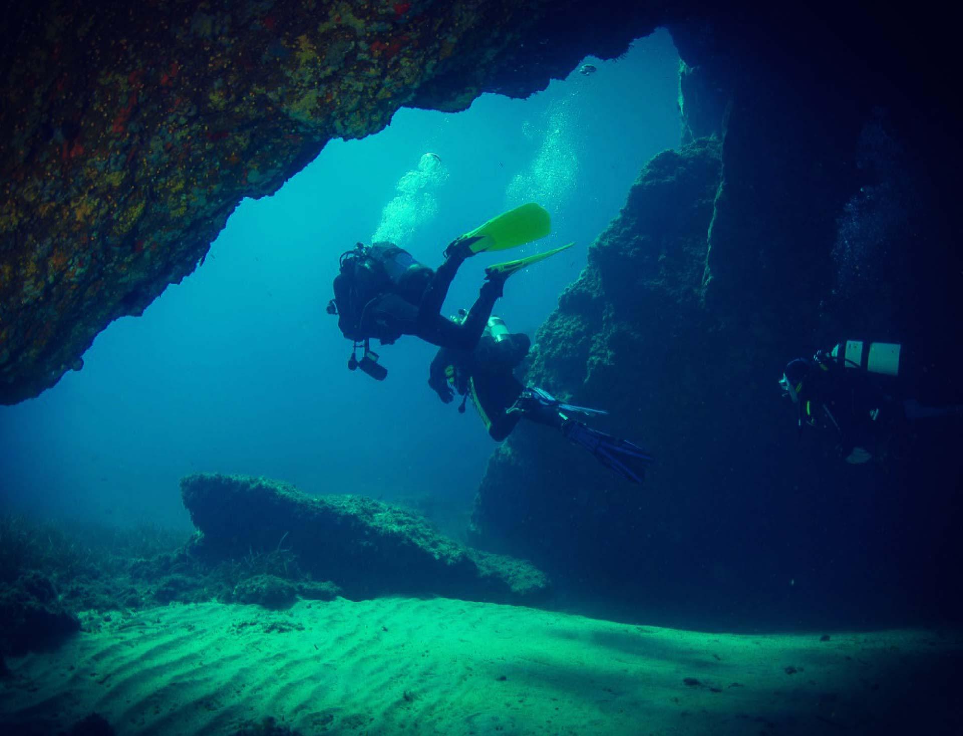 exploration-grotte-plongee-hyeres